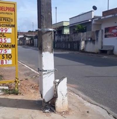 Poste danificado em acidente está gerando preocupação em moradores de Aguanil, veja o que disse a CEMIG!