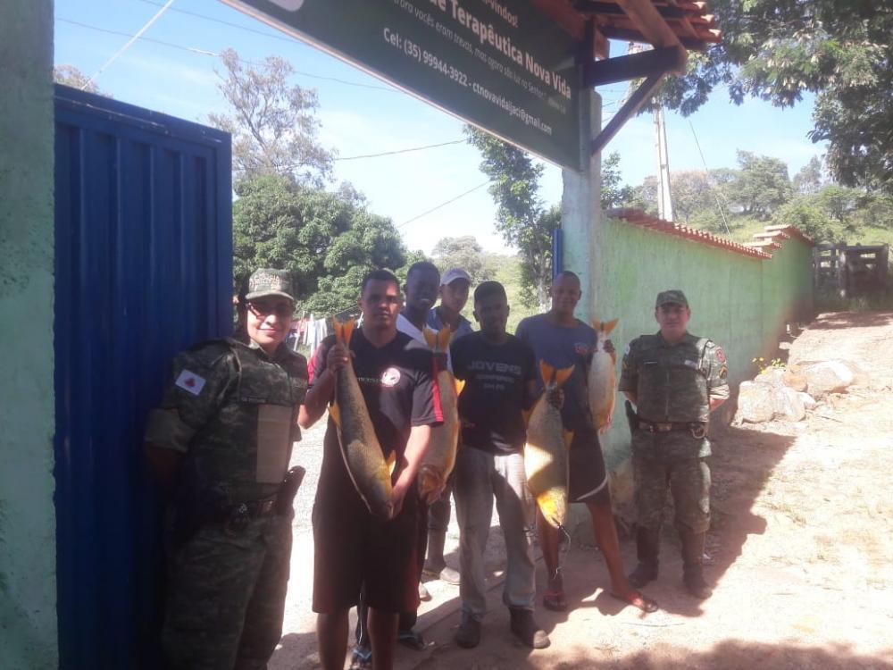 Peixes apreendidos pela Polícia Militar do Meio Ambiente são doados a instituição filantrópica, confira!