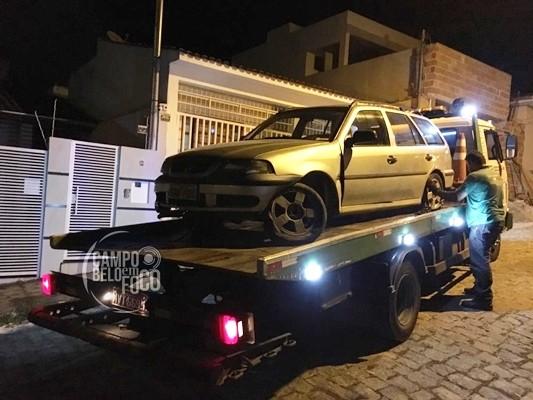 Veículo desgovernado atinge muro de residência em Campo Belo, veja!