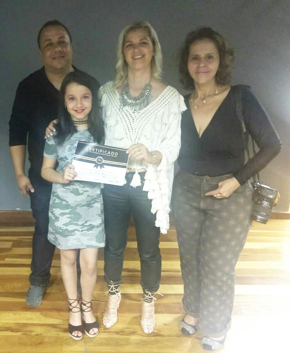 Campo-belense recebe certificado profissional  pelas mãos da Modelo e ministrante nacional Anny Praddo