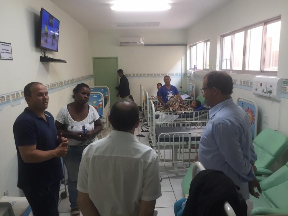 Prefeito inicia o dia participando de café com os enfermeiros e faz visita à UPA para ouvir usuários