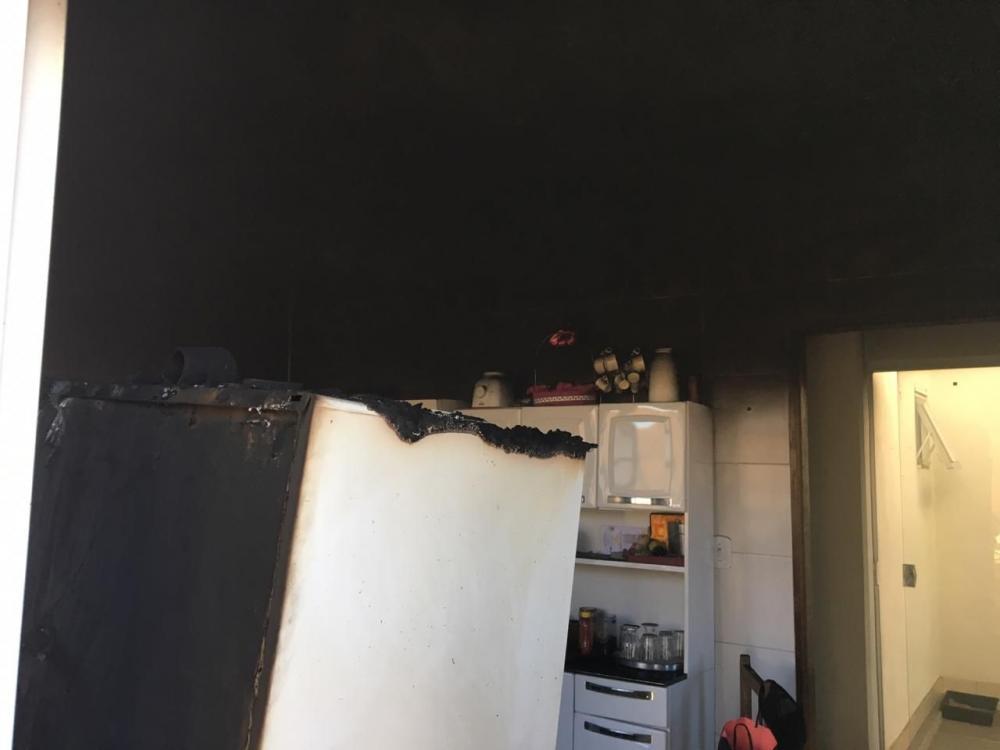 Bombeiros de Boa Esperança, salva vida de morador e controla incêndio em residência