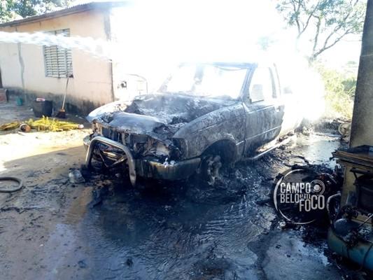 Incêndio é registrado em residência no bairro Davis em Campo Belo