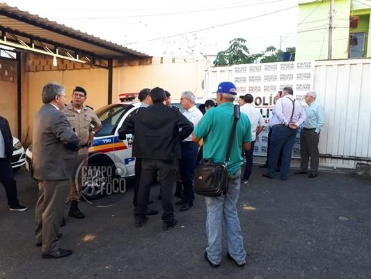 Capitão da Polícia Militar recebe das mãos do Deputado Duarte Bechir a chave de uma viatura nova para a Cia