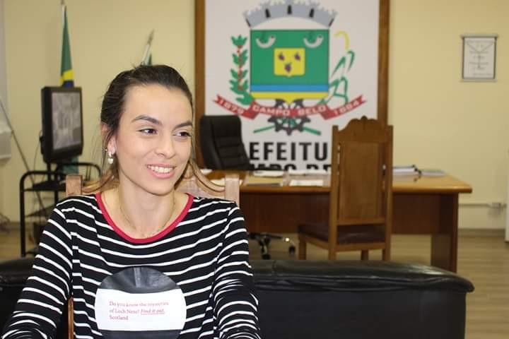 Campo-belense que representou o Brasil na Conferência Internacional sobre Nanotecnologia é recebida pelo prefeito