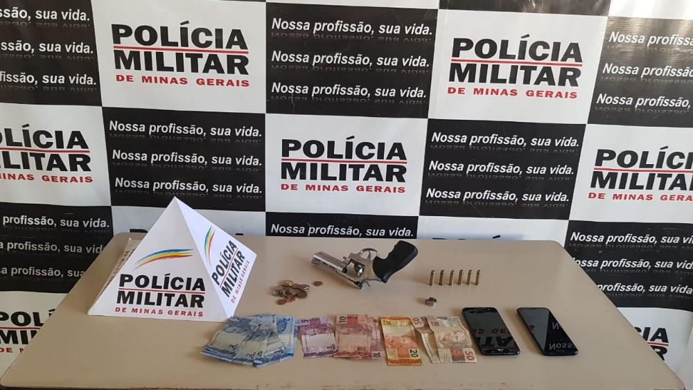 Indivíduos suspeitos de praticarem assaltos em Candeias e Oliveira são presos com veículo clonado e revólver