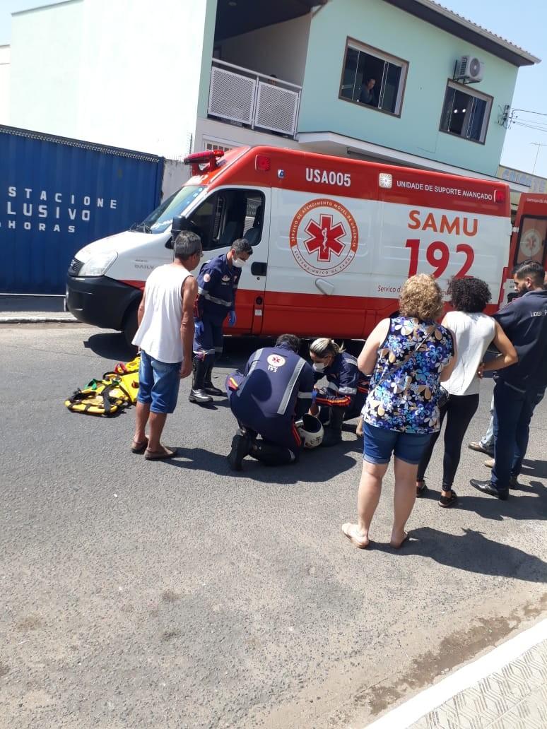Acidente de moto deixa jovem de 20 anos ferido no centro de Campo Belo