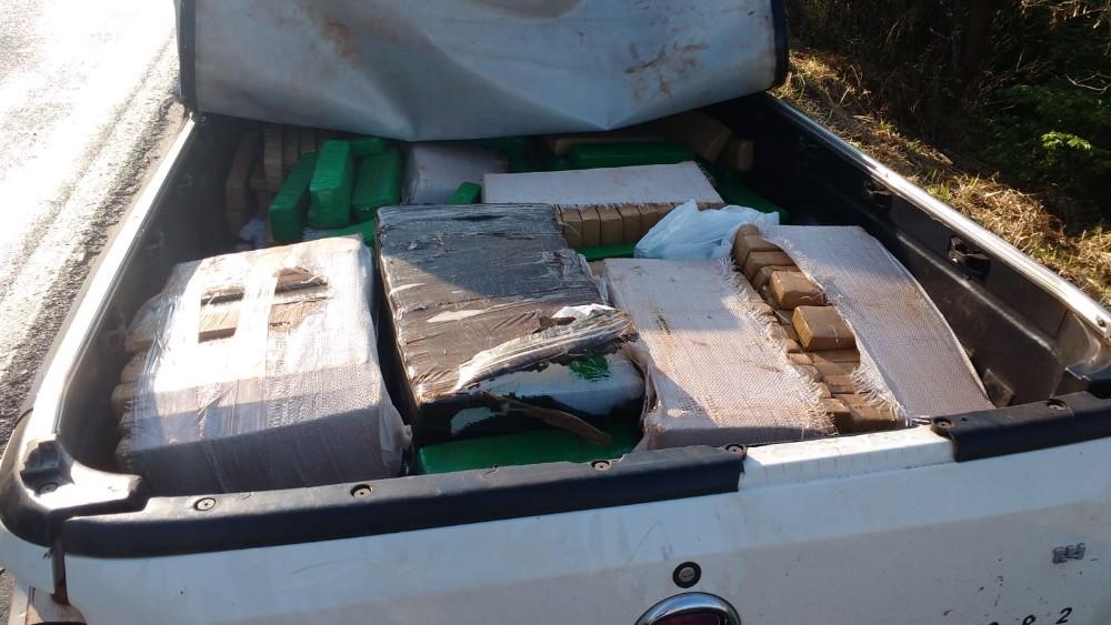 Veículo Carregado Com 600kg De Maconha Se Envolve Em Acidente Na MG-050 Em Pedra Do Indaiá (MG)