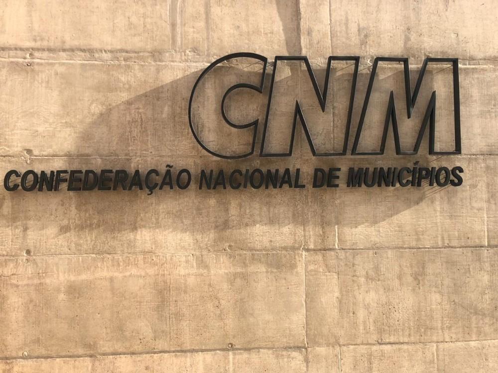 Prefeito e vice participam de evento na Confederação Nacional dos Municípios