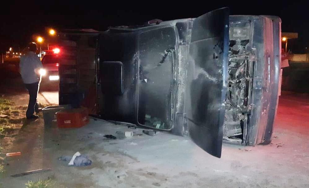 Ônibus de Campo Belo se envolve em acidente na BR-354 em Arcos
